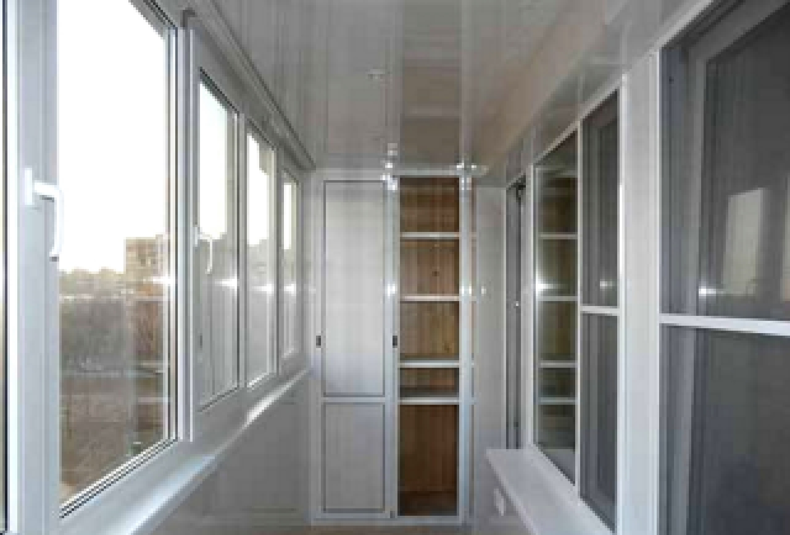 Балкон 3,69 ширина.