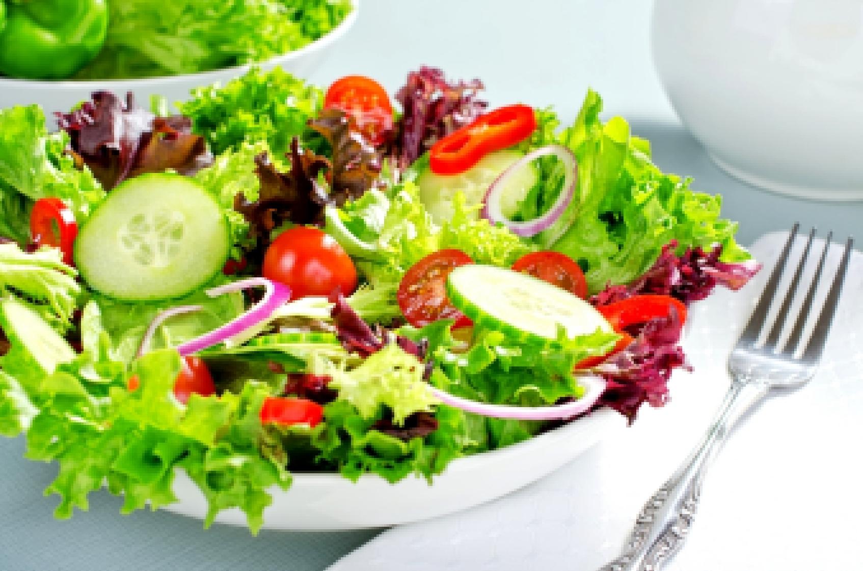 Салат с фасолью яйцом и сухариками рецепт с фото
